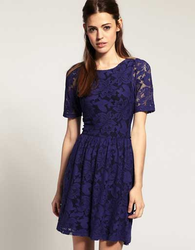 Vestido de renda azul marinho como usar
