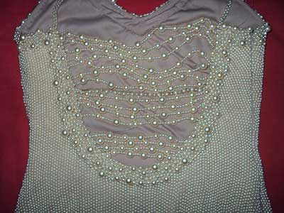 vestidos bordados Com pérolas